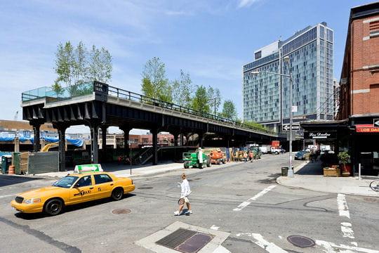 High Line à New York: d'une voie ferrée à un parc urbain suspendu