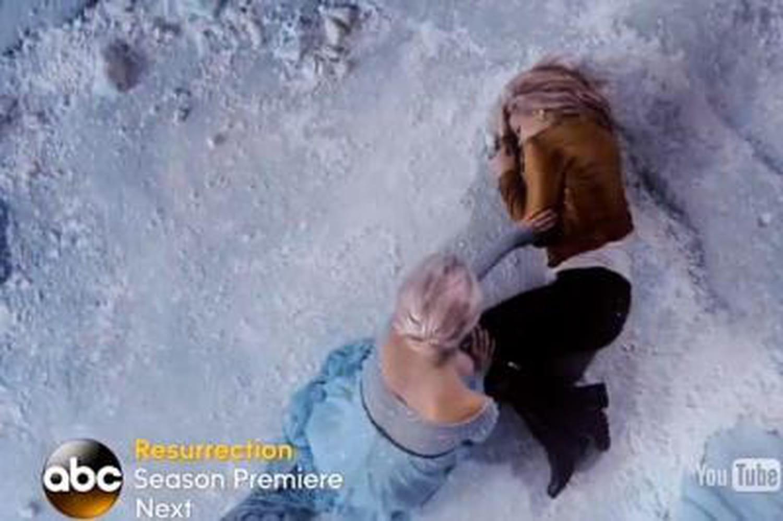 Once Upon a Time saison 4: Emma glacée par Elsa dans un nouveau trailer