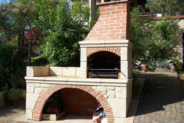 Construire Un Foyer Extérieur un barbecue avec tournebroche électrique