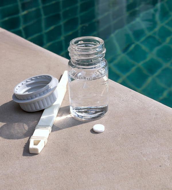 mettre des galets de chlore pour traiter l 39 eau. Black Bedroom Furniture Sets. Home Design Ideas