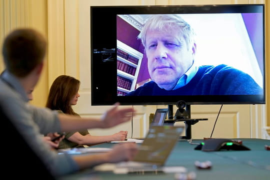 Royaume-Uni: Boris Johnson, atteint du Covid-19, transféré en soins intensifs