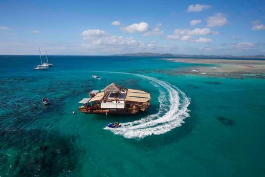 Cloud 9 : un bar flottant dans les Îles Fidji