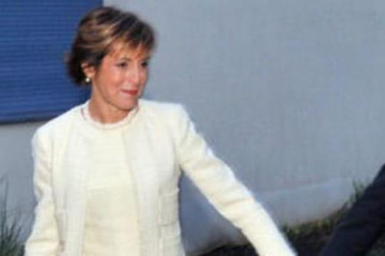 Valérie deSenneville: lafemme deMichel Sapin emmène Valérie Trierweiler envacances