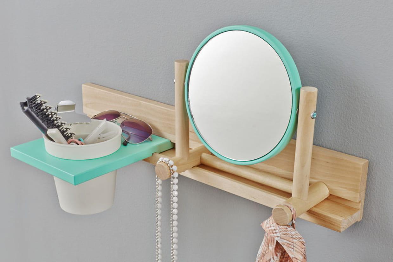 un miroir avec rangements integr s. Black Bedroom Furniture Sets. Home Design Ideas