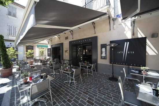 Café Llorca  - terrasse -   © ralph hutchings