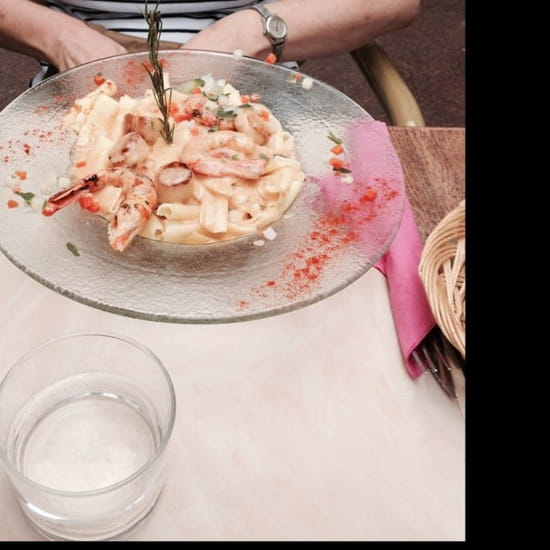 Plat : Villa Roma  - Macaronis aux noix de saint Jacques et queues de gambas. -