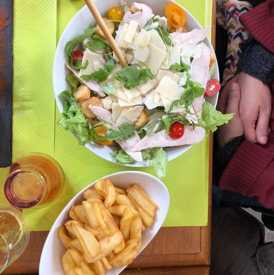 Plat : La Terrasse  - Salade Caesar très copieuse et bien assaisonnée ! -