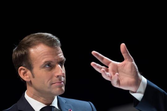 Macron: Courtepaille, pétition, Twitter... Le président muscle sa com'