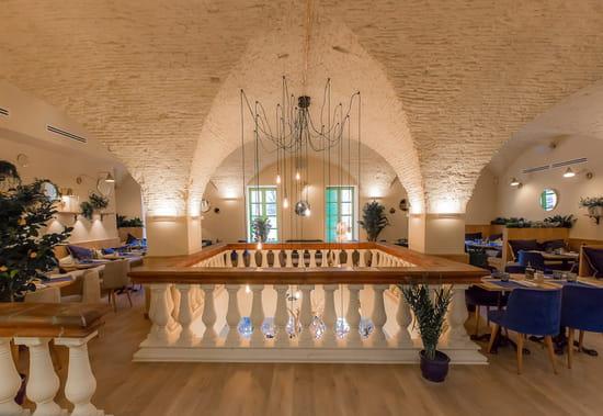Restaurant : Casa Leya  - Immense luminaire central -   © Casa Leya