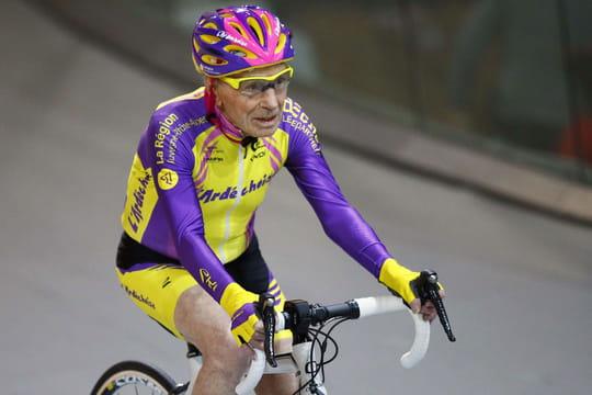 Robert Marchand [VIDEO]: revivez l'arrivée et le record de l'heure du cycliste de 105ans