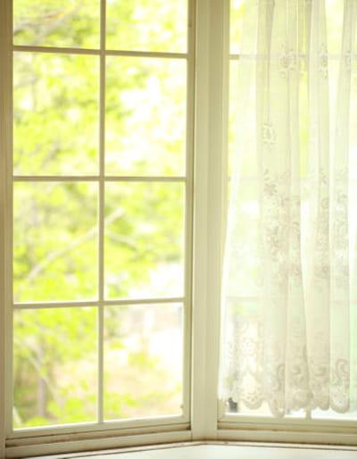 des baies vitr es sans trace. Black Bedroom Furniture Sets. Home Design Ideas