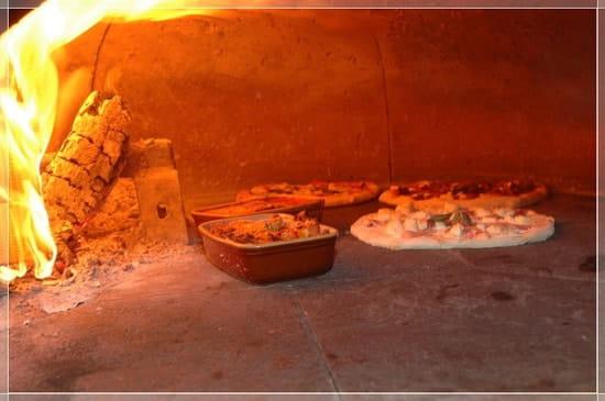 Pizzeria Masaniello  - le four à bois de Masaniello -   © italiani di bordeaux