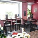 La Frite Dorée  - salle en face du bar -