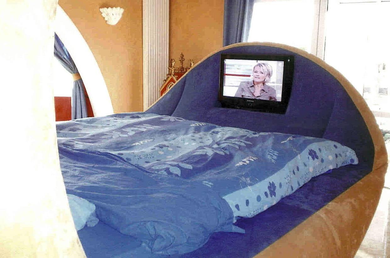 un lit entre design et luxe. Black Bedroom Furniture Sets. Home Design Ideas