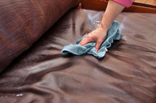 comment nettoyer du cuir et enlever une tache. Black Bedroom Furniture Sets. Home Design Ideas