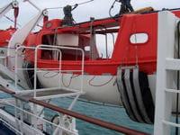 un canot de sauvetage à bord du bretagne