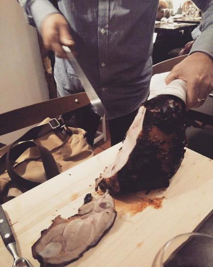 Plat : La Pie Noir  - Cuisse du cochon de lait -   © Lapienoir