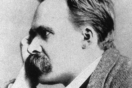 """Friedrich Nietzsche: biographie du philosophe, auteur du """"Gai Savoir"""""""