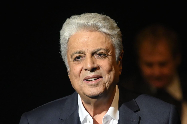 Enrico Macias: ses titres, ses films, ses liens avec l'Algérie... Biographie du chanteur