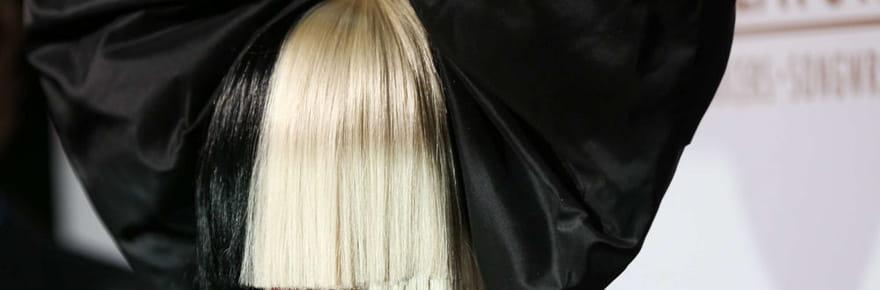 Sia se cache derrière une perruque pour éviter de retomber dans l'alcool et la drogue