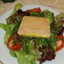Le Grill du Castel  - salade gourmande au foie gras -   © c roy