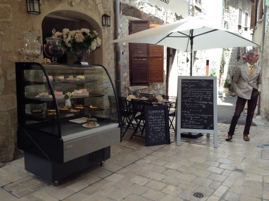 Restaurant : Le Boudoir Gourmand  - A lovely cosy and tasty place. Food and desserts are AWESOME! -