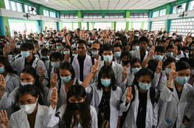 """La Birmanie rend hommage à ses """"martyrs"""", des centaines de disparus selon l'ONU"""