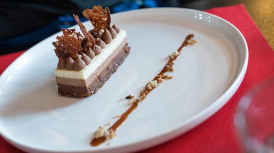 Dessert : Chalet des 2 Lacs  - Croustillant 3 chocolats, ganache montée et perles craquantes -   © Chalet des 2 Lacs