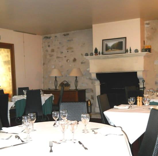 La Forteresse  - petite salle cheminée -
