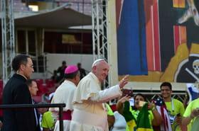 Crises politiques, violences et catastrophes s'imposent au pape en fin des JMJ