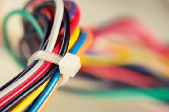 Les codes couleurs en électricité: neutre , bleu, noir...