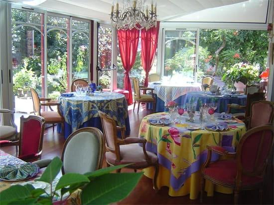 L'Heptaméron des Gourmets  - Le restaurant avec vue sur le jardin -   © Anne-Marie Candel