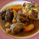 Côté Cuisine  - Sauté de veau à l'ancienne avec polenta au fromage -   © MORON Raphaelle