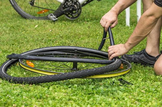 Réparer une crevaison de roue de vélo