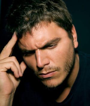 plusieurs facteurs peuvent entraîner la chute de cheveux. pas la peine de
