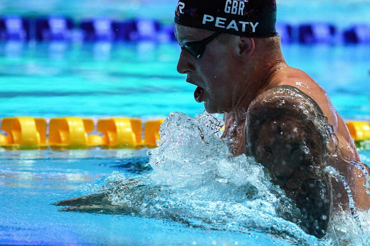 Mondiaux de natation: le Britannique Adam Peaty bat son record du monde du 100m brasse