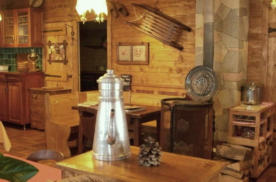 Restaurant la Rioule  - Au chaud près du poêle -   © christelle