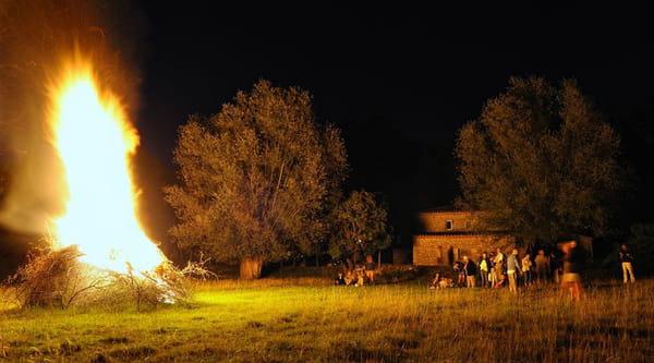 Les feux de la Saint Jean ou la fête du solstice d'été 10330209