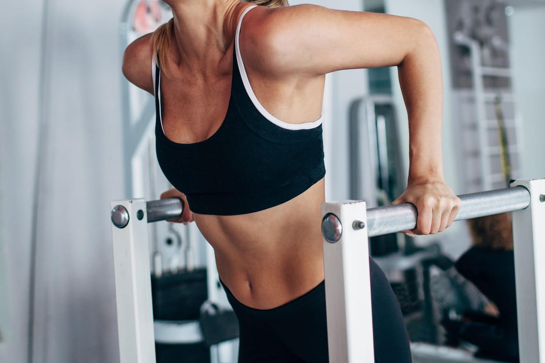 Dips: les exercices pour se muscler les pectoraux