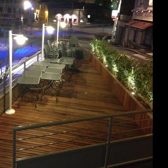 Restaurant : Le Noelis  - Terrasse surplombant la place de Chaponost -