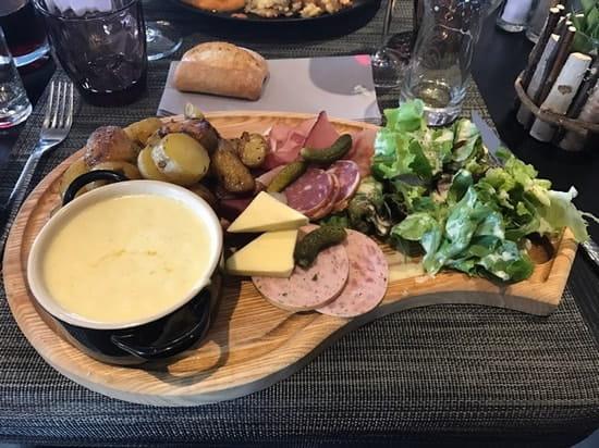 Plat : Chalet Gourmand  - Une vrai tuerie cette casserole de munster accompagnée de charcuterie locale !!! -