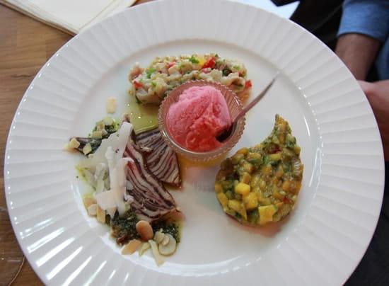 Les Tantes Jeanne  - Salade de millefeuille de Wagyu à la mozzarelle -   © Sarah Ponchin / Linternaute.com