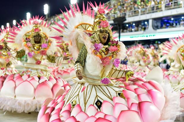 Des costumes fleuris et colorés