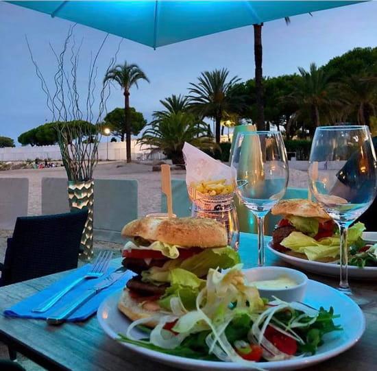 Plat : Le Vieux Rocher  - Cheese burger -   © Cheese burger