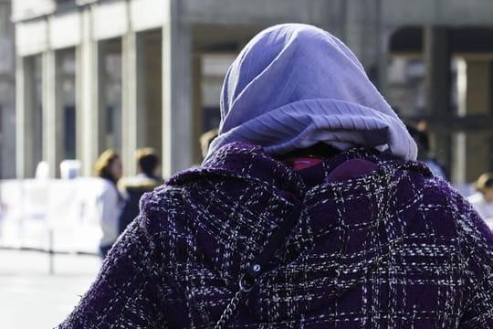 Fatima E, la mère voilée du conseil régional, porte plainte