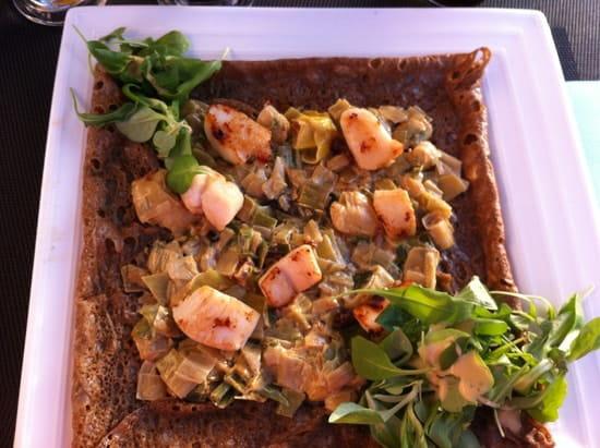 La Camarétoise  - OUbli du nom mais une fine purée de poireau agrémentée de noix de St Jacques Aïe Aïe Aïe -   © Carine NAUDINAT
