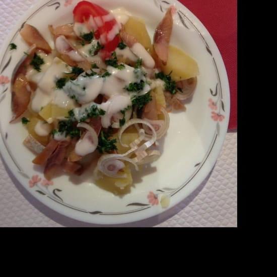 Entrée : Du Pain Sur La Planche  - Salade de hareng pomme de terre  -