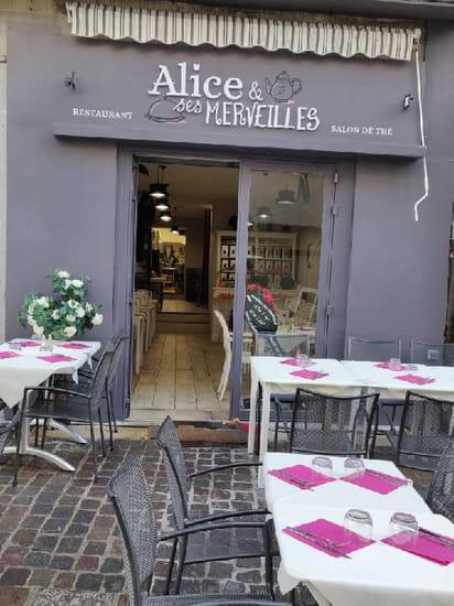 Restaurant : Alice et ses Merveilles  - Terrasse et entrée -   © Alice & ses Merveilles
