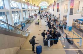 Attestation de voyage: les motifs impérieux pour prendre l'avion et partir dans un pays orange ou rouge cet été 2021