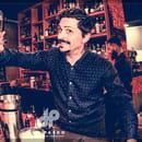 Restaurant : Le Paseo - Cocktail club & restaurant (Ex : LE SUD)  - Barman en forme -   © Le Paseo - Cocktail club & restaurant